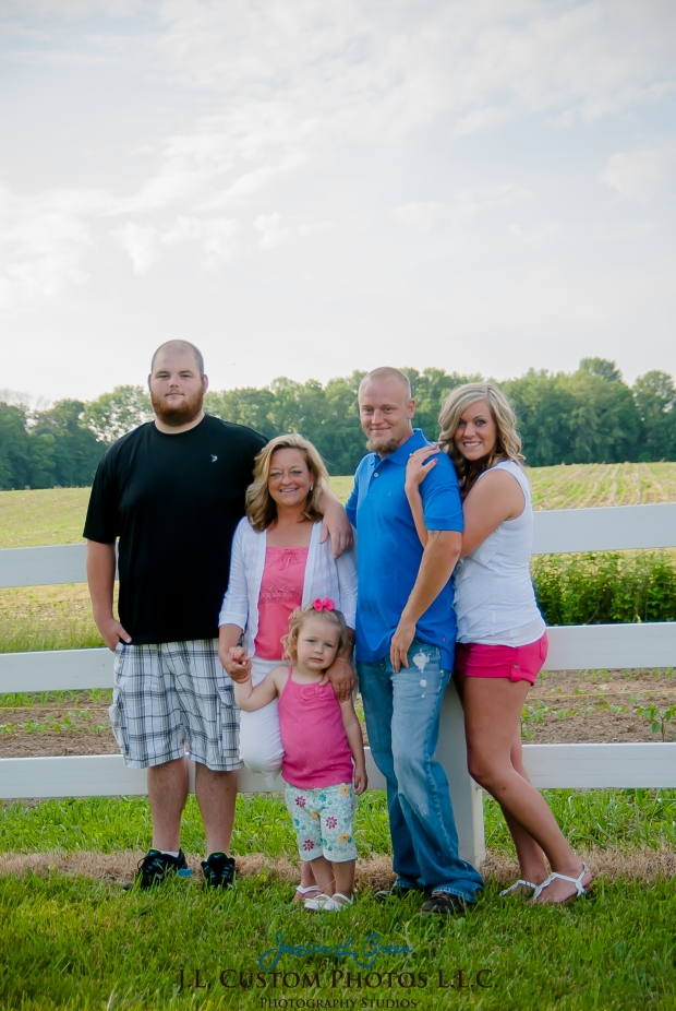 J.L.CustomPhotos Jessica Green Photography Greenfield Indiana 46140  Family Photographer Farm Summer-10