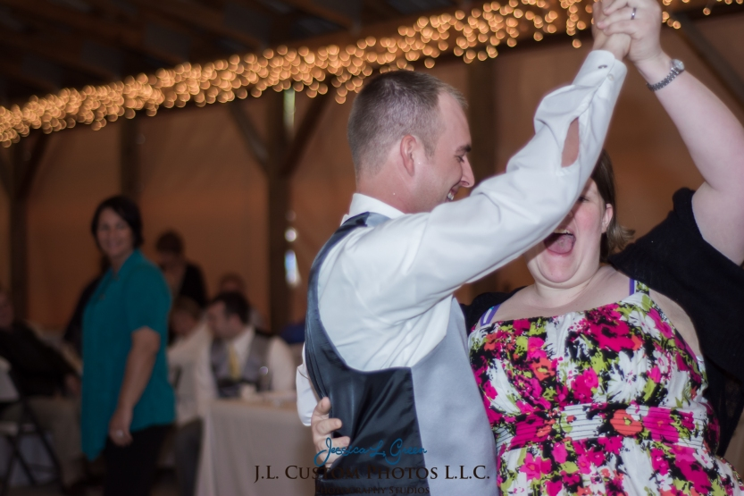 Greenfield IN wedding Photographer J.L.CustomPhotos Jessica Green Boondocks Farms  Knightstown Bride Groom Photography -52