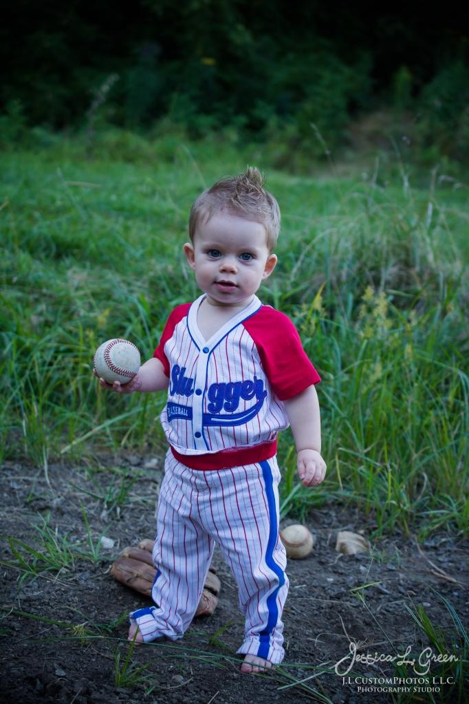 Gavin 1st birthday, cake smash, greenfield, Indiana, child Photogrpahy, Baseball, Summer-11