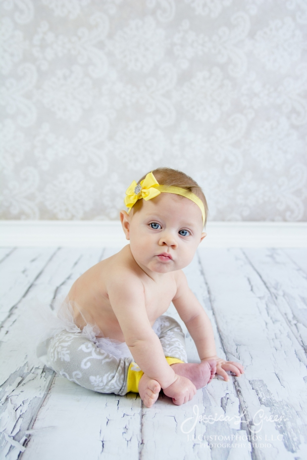 Greenfield, Photographer, J.L.CustomPhotos, Child, Baby girl, Indiana, six month, piano, portraits, Shelbyville, Knightstown-7302