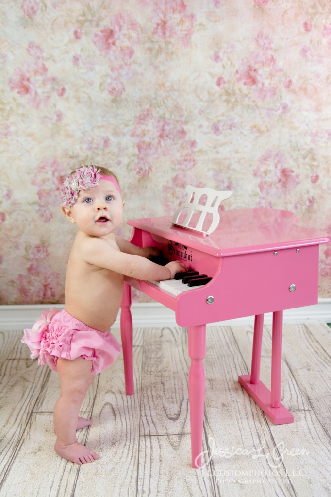 Greenfield, Photographer, J.L.CustomPhotos, Child, Baby girl, Indiana, six month, piano, portraits, Shelbyville, Knightstown-7435