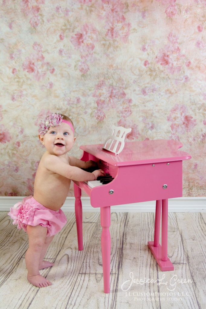 Greenfield, Photographer, J.L.CustomPhotos, Child, Baby girl, Indiana, six month, piano, portraits, Shelbyville, Knightstown-7439